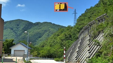 九谷ダム北側の名称不明1番鉄塔が堤下の新枯淵発電所へ。九谷線21番より分岐