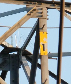 1番鉄塔は縦札