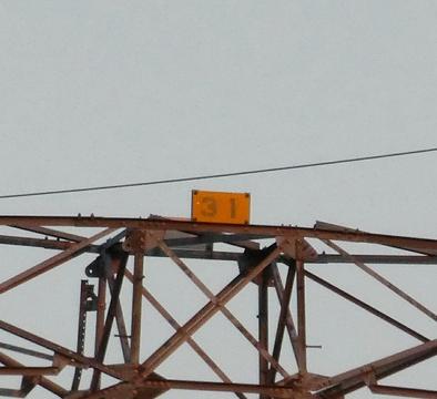 左に見える御所線は31番なので変電所横の最終は32番