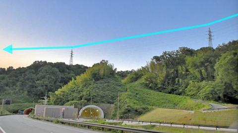 下側2回線、御所浅野線は小阪古墳群の山を浅野川方向に降りる