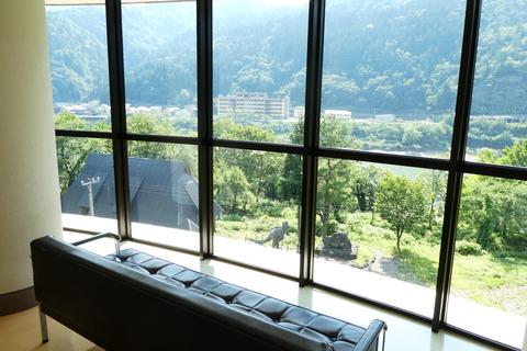 展望室なので手取り湖の素晴らしい眺めが楽しめる