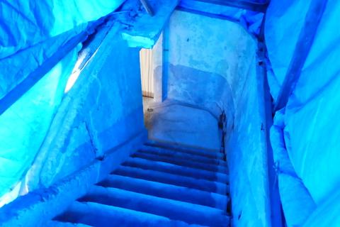 ブルーシート。青の洞窟