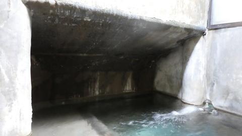 このくぼみの洞窟感がタマらない。吹き出し口はシーソー