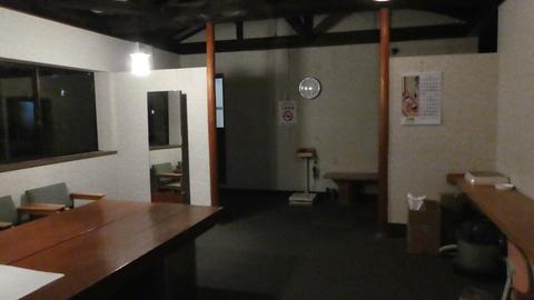 集会所の様な部屋を抜けると奥に浴室