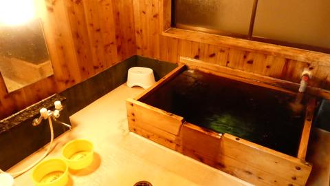 千代野温泉の貸切風呂の浴室内