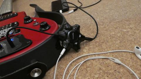 アナログミキサーを繋げればスマホとギターでセッション可能