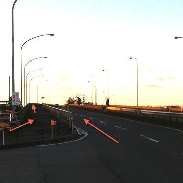 清湖大橋。歩道経由の場合は階段あり