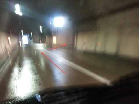 ドライブイン跡の横のトンネルの脇道を入る