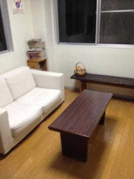 まるで自宅の部屋のような落ち着く待合室