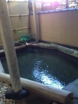 檜枠の露天風呂