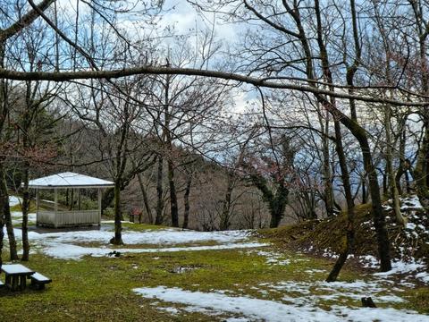 下は公園風になっていて東屋で景色をみながら休憩もできる
