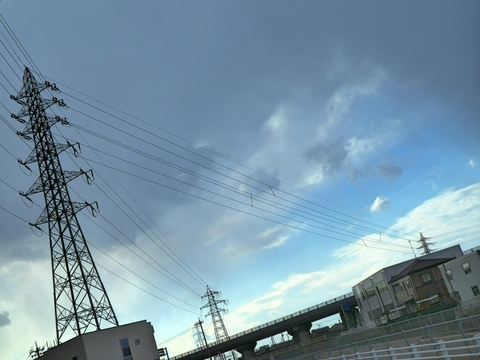 左が金石線3番新小松線2番併架鉄塔。左の新小松線と右の金石線に分岐していく