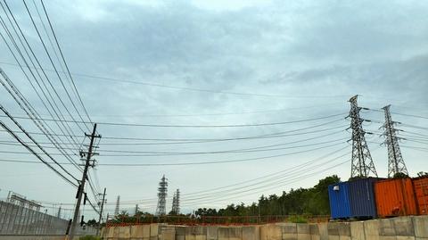 北大阪変電所 南西より東に続く道沿いの鉄塔群