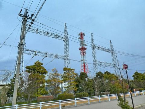新小松線のゲート部。送電線は出ていなくみえるが・・・