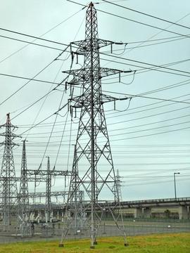 北庄線1番鉄塔 横から見ると角度鉄塔なのがわかる
