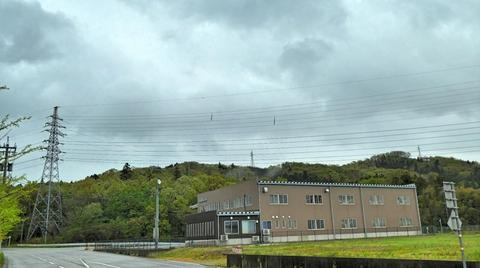東の裏山を越えていく矢地線。すぐの降りて工場へ