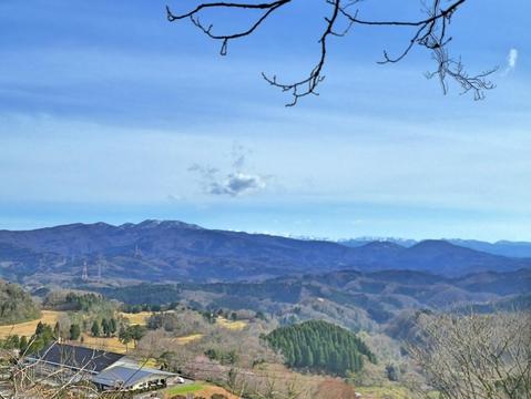 松根城展望台より左から医王山キゴ山戸室山