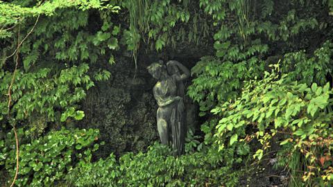 水辺の像(美しい尻のアフロディテ)