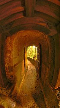 岩窟内本殿より外へ