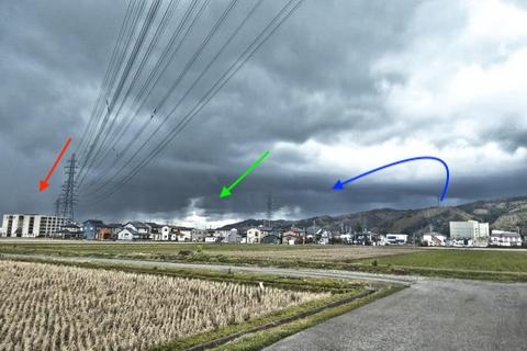 3併架が分岐していく。左から西金沢線・増泉線・長坂線