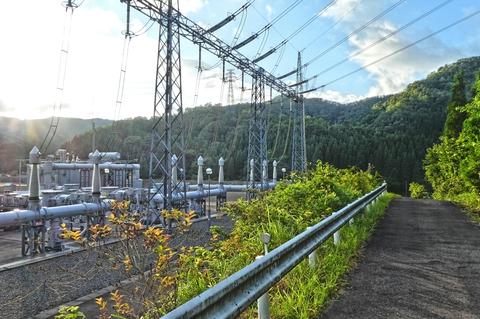 南条変電所周りは舗装路が整備されており見学が容易