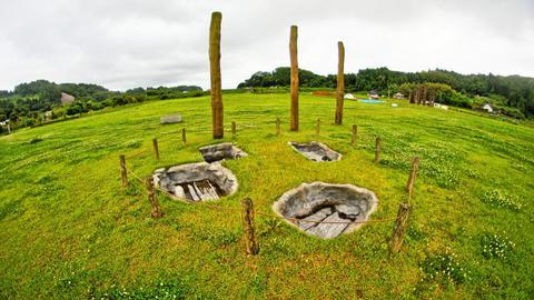 板敷きの土壙墓