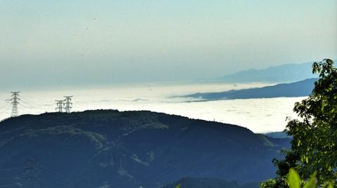 早朝は北側が雲が降りやすく雲海が見える