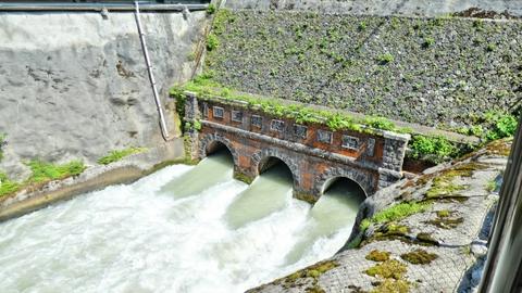 沿道にある七ヶ用水給水口 ここから手取扇状地に広く給水される