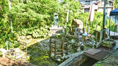 休憩ベンチより弘法大師像をと風景を眺めながらながら