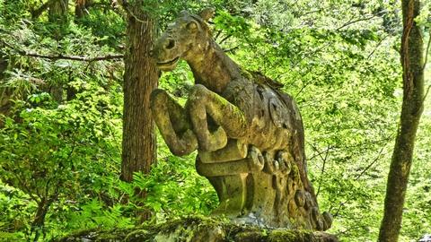 神馬はハニベ巌窟院で有名な都賀田勇馬作