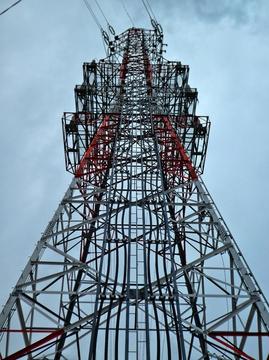 重量感のある金石線2番鉄塔