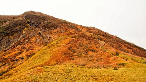 冠平から山頂へは岩登り