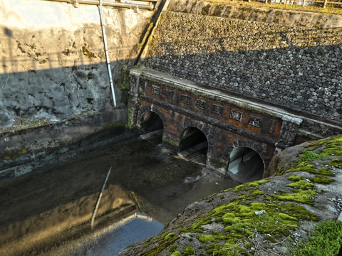 公園の横の給水口