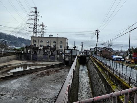 鶴来変電所横、七ヶ用水の流水を利用した発電所