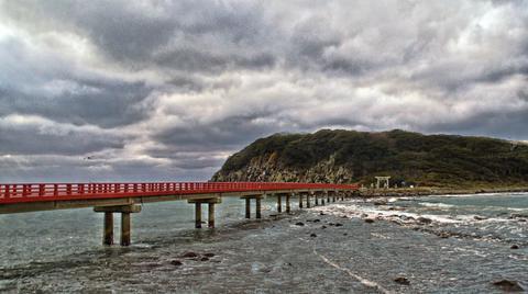 雄島へ渡る橋。先には鳥居が見える