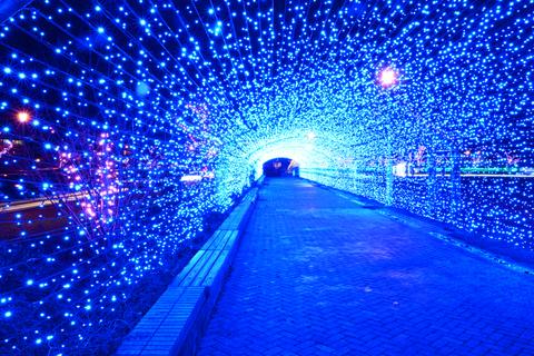 海をイメージした光のトンネル