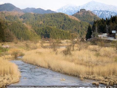 立山連峰から流れる上市川