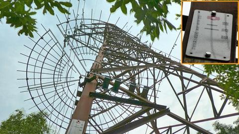 すこし林道を上ると2番鉄塔の下にアクセス出来る。豊崎線2番だった昭和57年5月